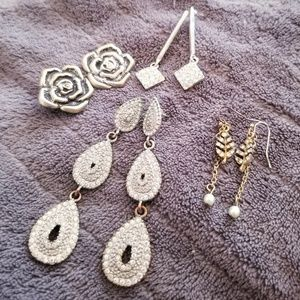 Jewelry - Earrings bundle